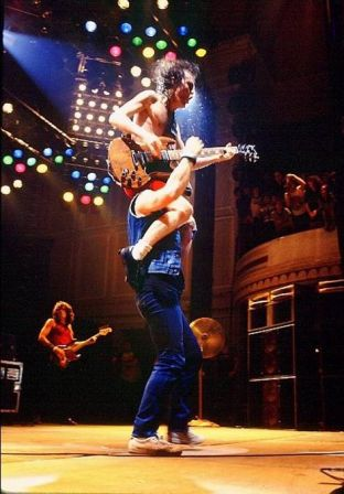 Brian Johnson et Angus Young